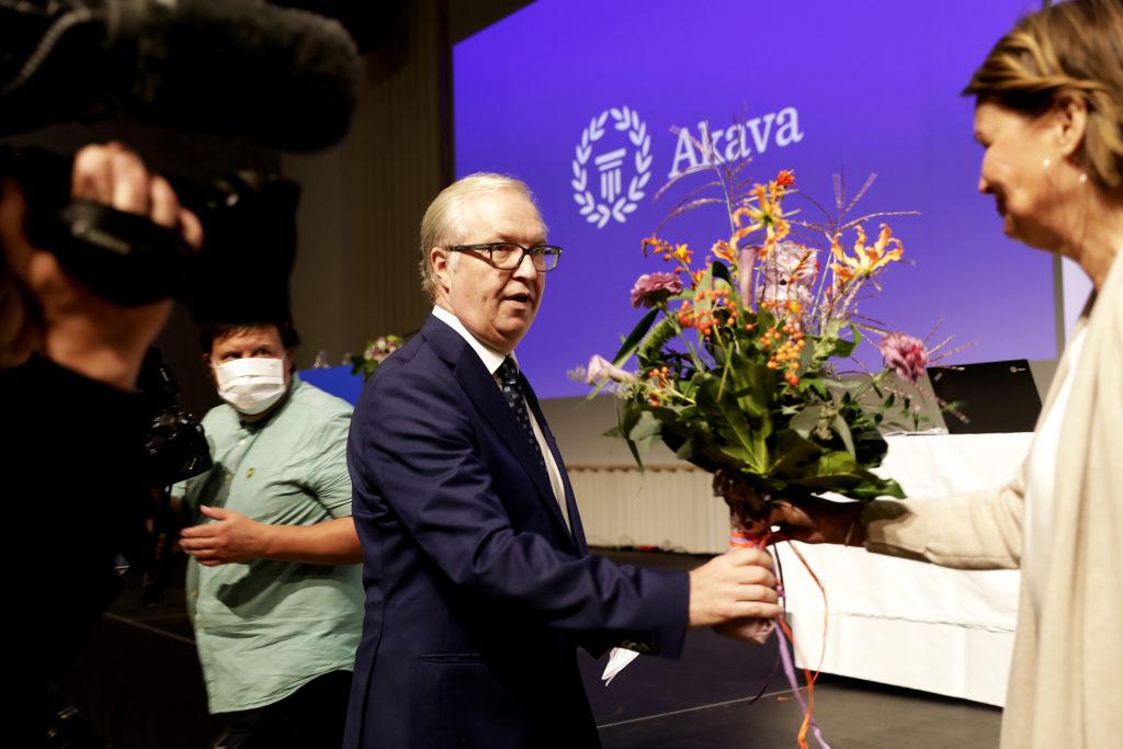 Akavan puheenjohtaja Sture Fjäder uudelleenvalinnan jälkeen, kuva Liisa Takala