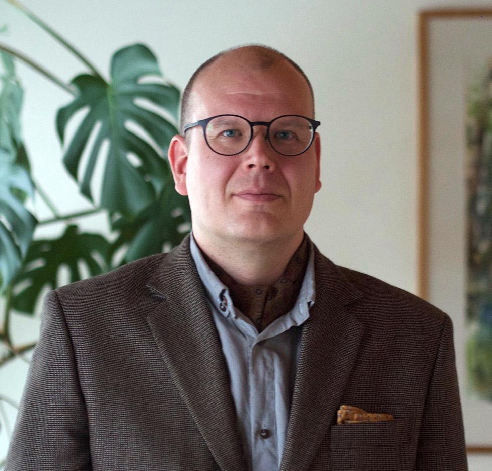 Janne Lundbom toimii lakimiehenä ja oikeudenkäyntiavustajana.