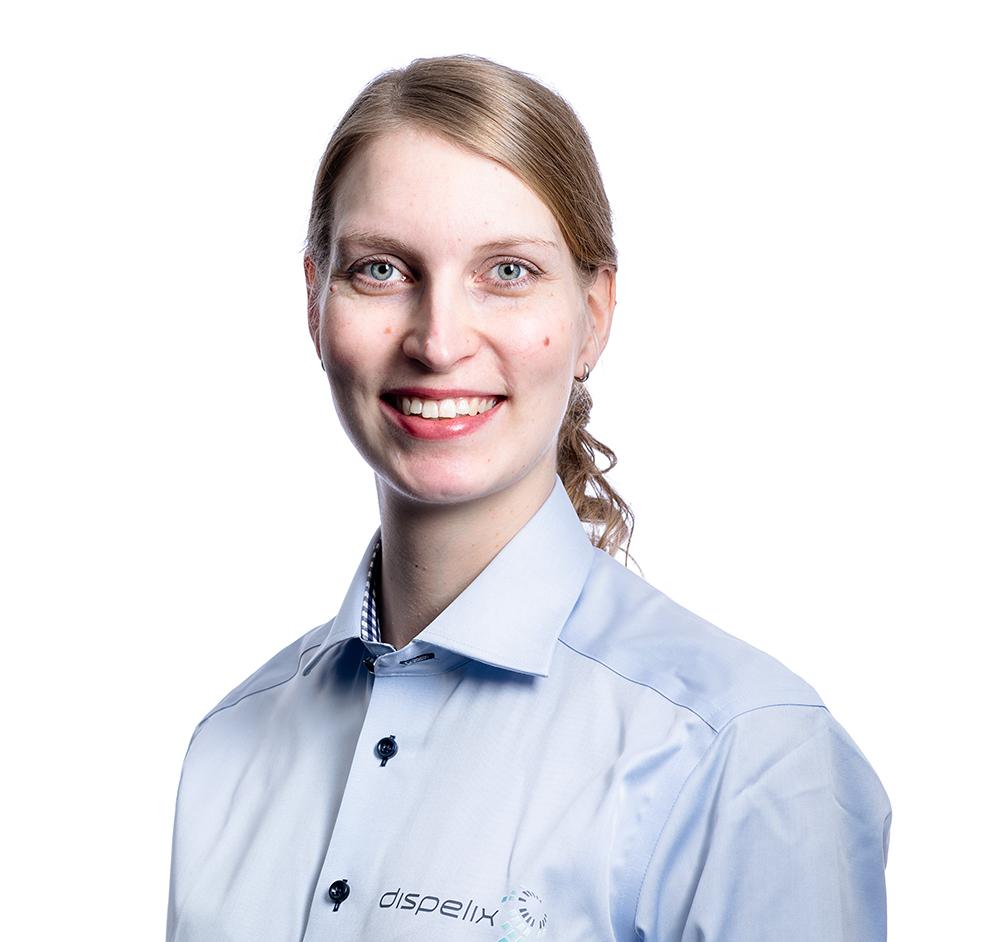 Kuvassa juristi Maija Puustinen joka kertoo osallistumisesta mentorointiin.