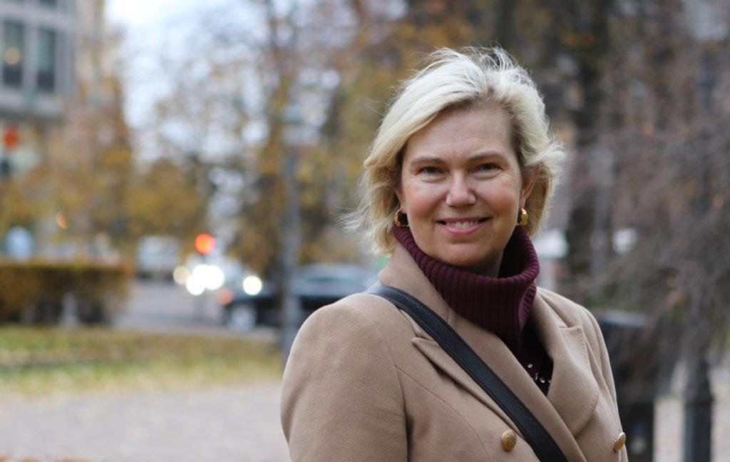 Kuvassa uravalmentaja ja yrittäjä Kristiina Palmgren, jota haastateltiin ikäsyrjintää koskevaan artikkeliin.