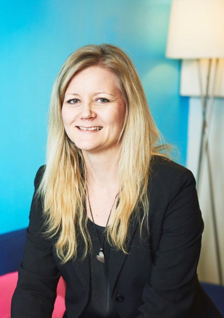 Kuvassa ammatillisen kehittymisen asiantuntija Anu Varpenius Suomen Ekonomeista.