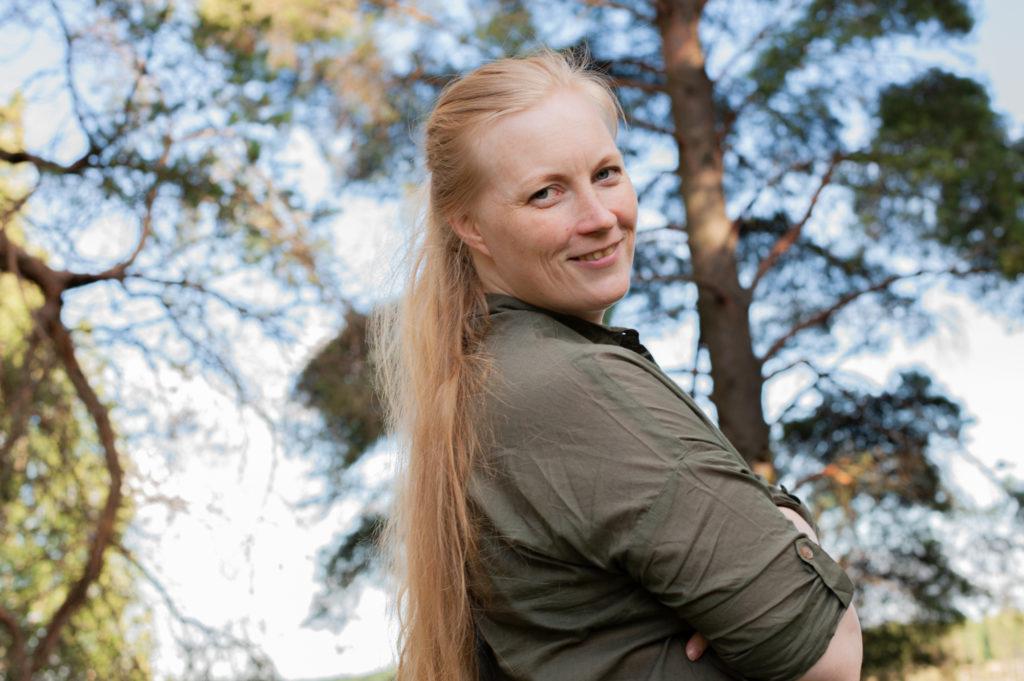 Kuvassa toimintaterapeutti Eerika Korhonen joka oli haastateltavana Akavalaiset ilmastotyössä -artikkelisarjassa.
