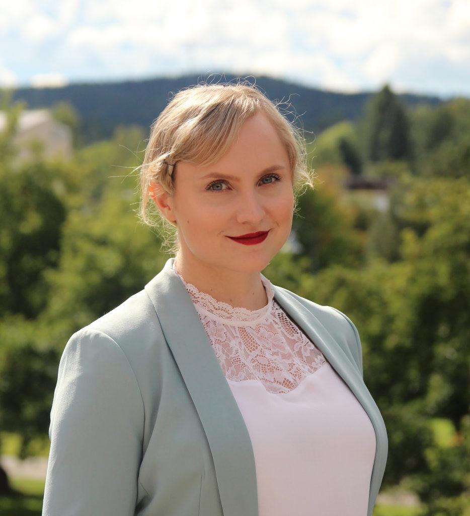 Kuvassa yliopistonopettaja Kaisa Laitinen joka oli haastateltavana vuorovaikutus verkossa -artikkelissamme
