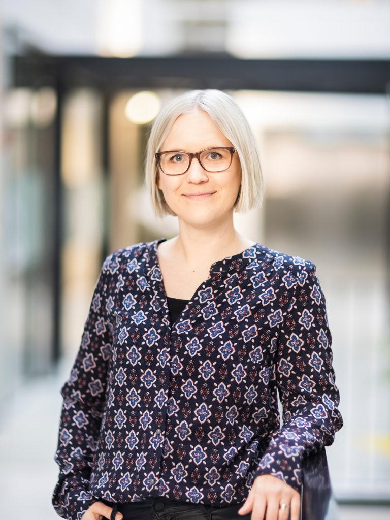 Kuvassa psykologi Emmi Nousiainen.
